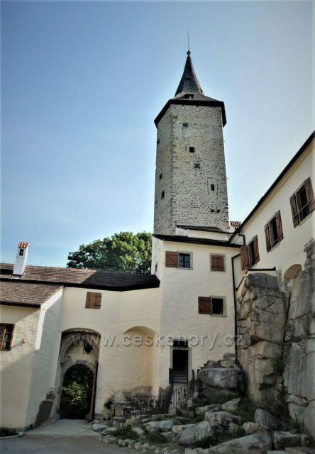 Sedmiboká věž hradu Roštejn