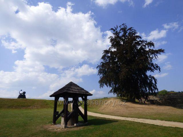 Park před Chebským hradem