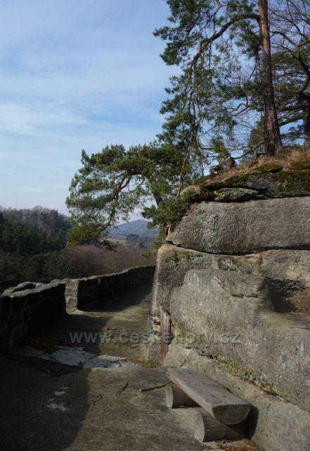 Sloup v Čechách - ochoz skalního hradu Sloup