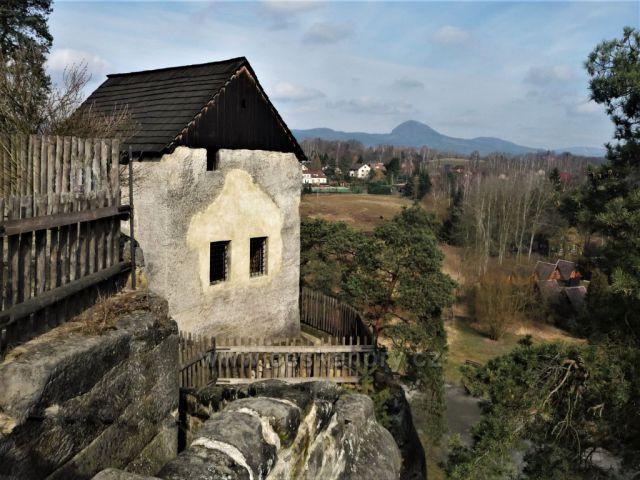 Obydlí poustevníkovo - skalní hrad Sloup