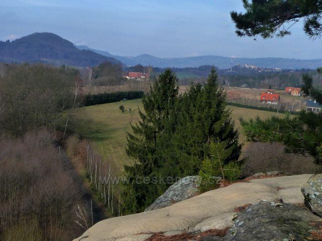 Výhled ze skalního hradu Sloup