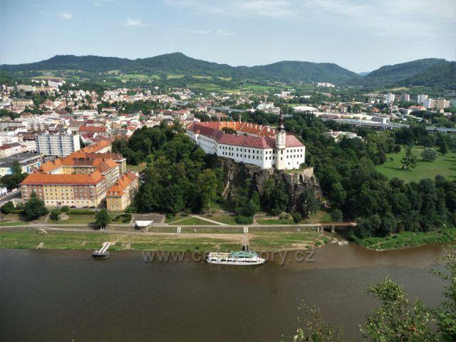Výhled na zámek v Děčíně