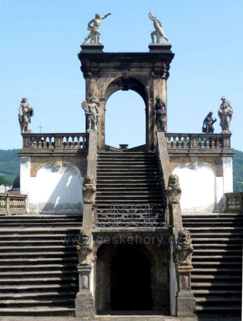 Detail schodiště - zámek Děčín