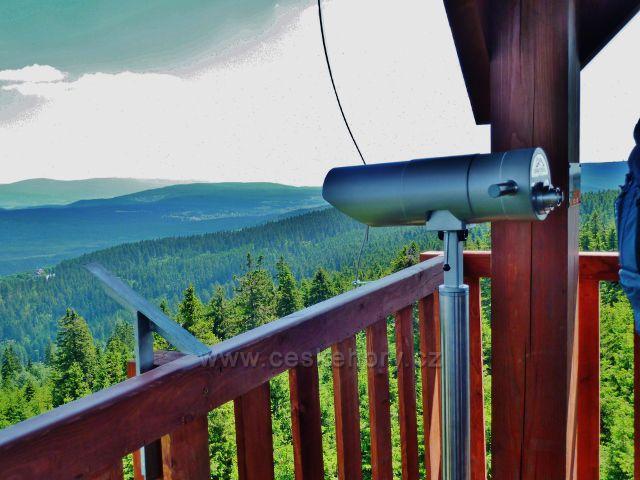 Rozhledna Vrchmezí je vybavena dalekohledy
