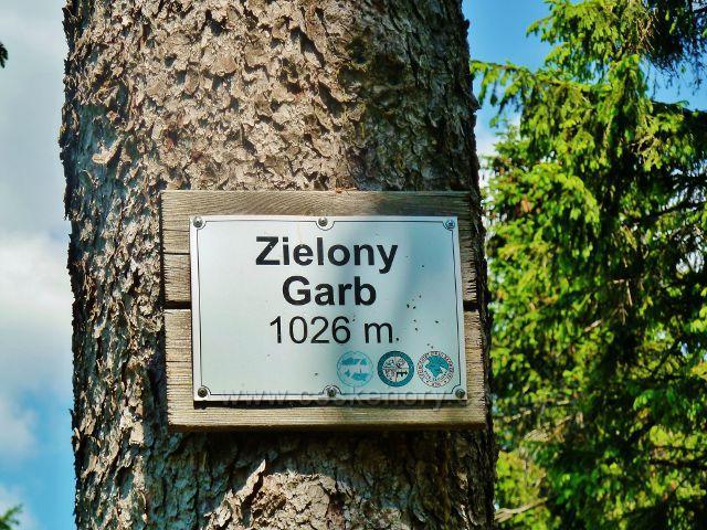 Označení vrcholu Zielony Grab 1026 m.n.m. u hraniční stezky z Vrchmezí na Masarykovu chatu