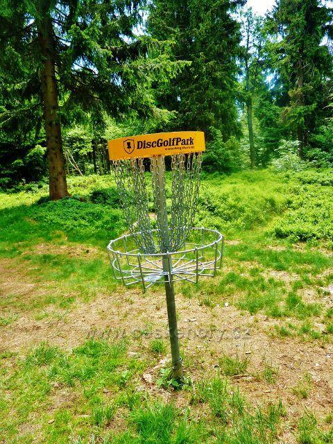 Stanoviště Disko Golf Parku na hraniční cestě k Masarykově chatě