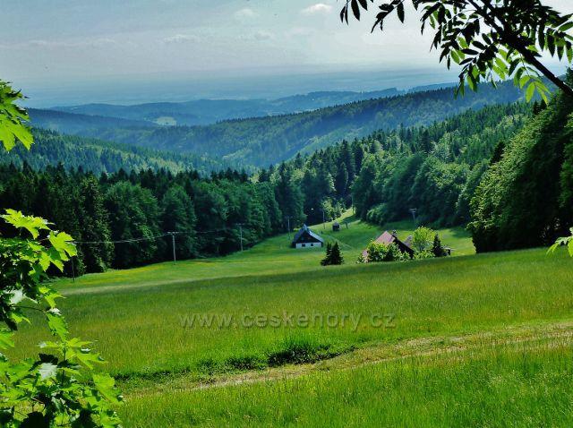 Pohled z úbočí Šerlichu do Šerlišského dolu