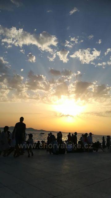 čekání na západ slunce v Zadaru