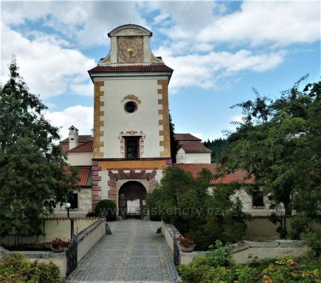 Vstupní brána do zámku Kratochvíle