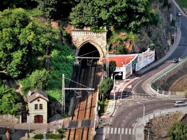 Výhled na trať-tunel v Děčíně