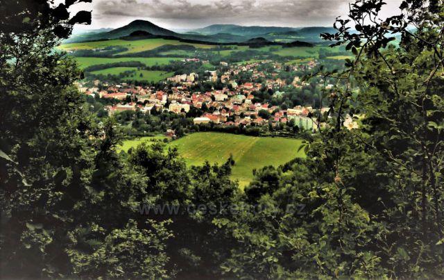 Výhled na podmračenou Českou Kamenici - vyhlídkový okruh