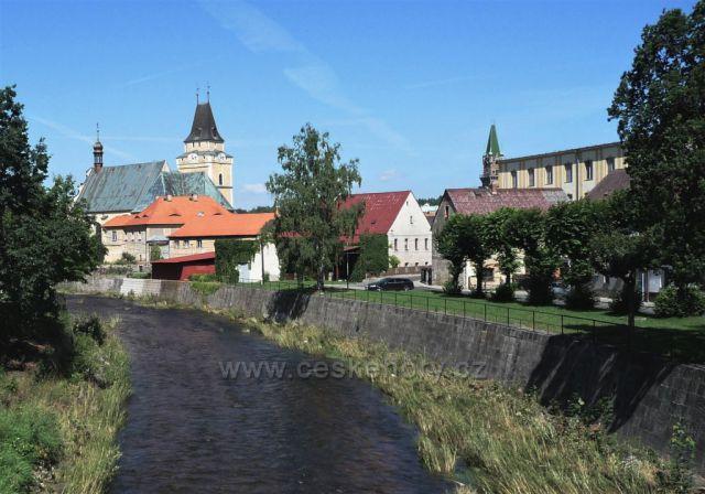 Řeka obtéká město Frýdlant