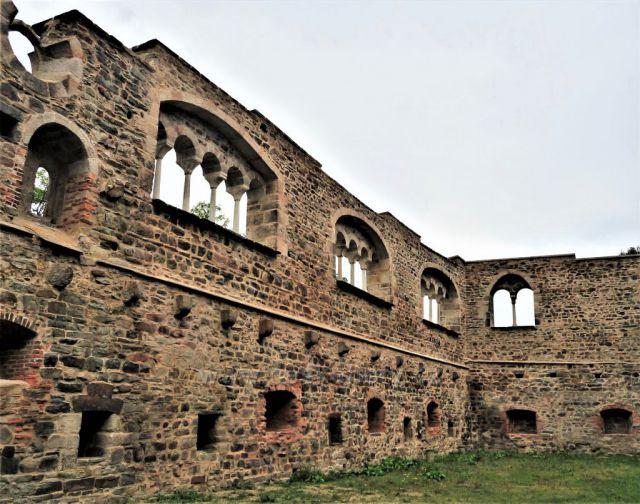 Opravy paláce s pětilodními okny