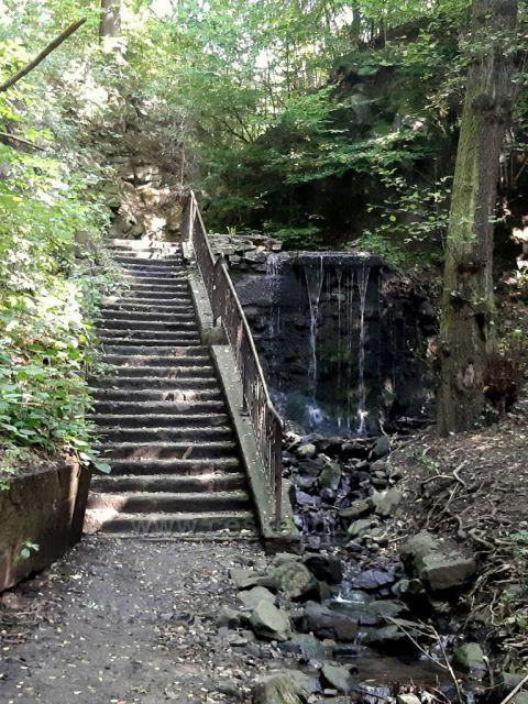 Ústí nad Labem, vodopád na Stříbrnickém potoce, je uměle postavený