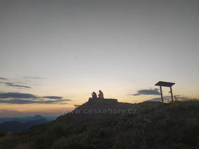 Střední vrch (593m), zvaný Střeďák, v Orlických horách