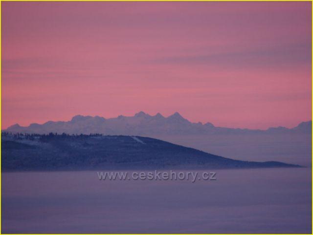 Alpy z rozhledny na Boubíně