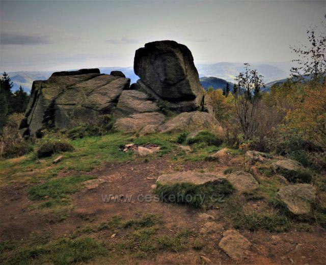 Měděnec (kamenné sfingy)