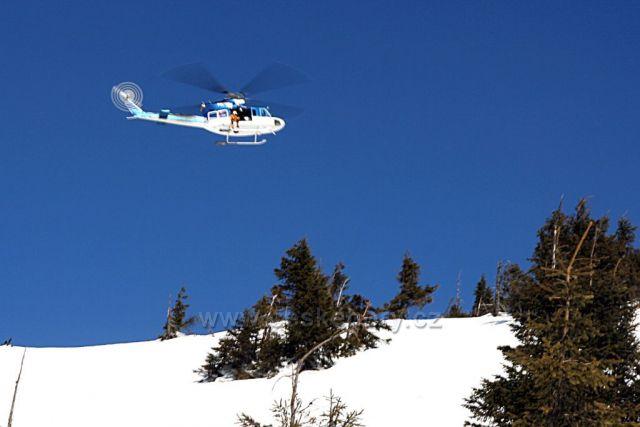 Vrtulník nad Zlatým návrším