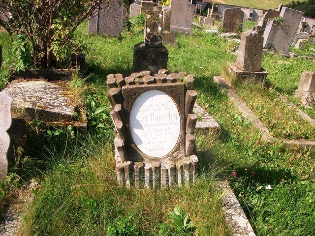 Kalek kostel a hřbitov