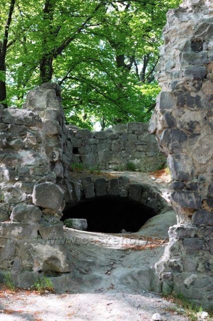 Zřícenina hradu Děvín