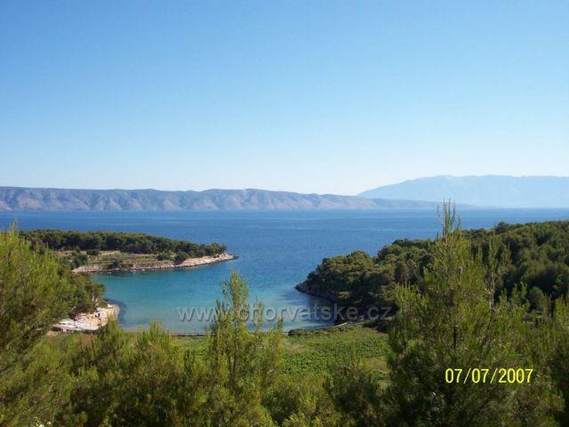 Pohled z ostrova Hvar na Brač .