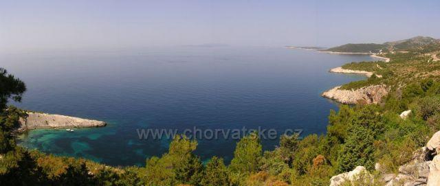 Velký panoramatický pohled od Zarače k Paklenim otokum