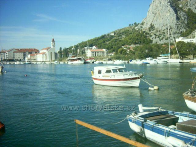 Přístaviště na řece Cetině