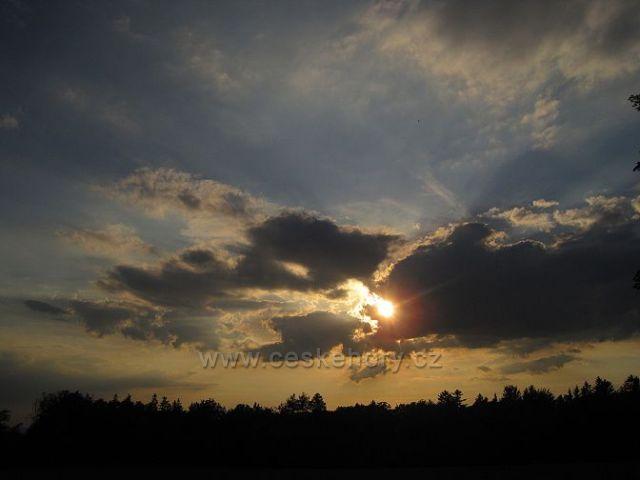 západ slunce v květnu