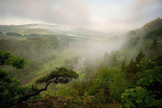Ranní mlha u Ohře