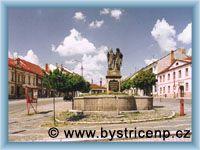 Bystřice nad Pernštejnem - Kašna se sochami Cyrila a Metoděje