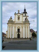 Průčelí kostela v Heřmanově Městci